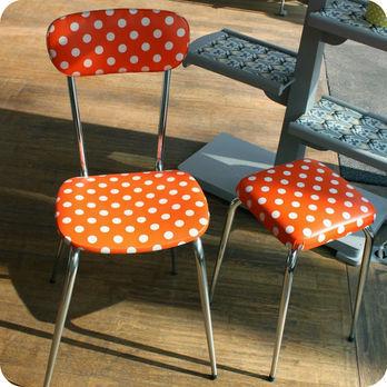 meubles vintage chaises fauteuils chaise de cuisine et tabouret ann es 60 pois. Black Bedroom Furniture Sets. Home Design Ideas