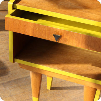 meubles vintage consoles petits meubles table de chevet sixties fabuleuse factory. Black Bedroom Furniture Sets. Home Design Ideas