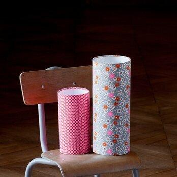 lampe tube poser en tissu petit pan motif fleur des les. Black Bedroom Furniture Sets. Home Design Ideas
