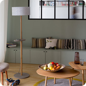 lampadaire design en ch ne naturel et medium scandinave avec abat jour en tissu g om trique eos. Black Bedroom Furniture Sets. Home Design Ideas
