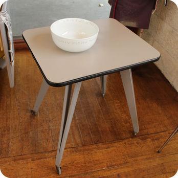 meubles vintage table roulante pieds compas fabuleuse factory. Black Bedroom Furniture Sets. Home Design Ideas