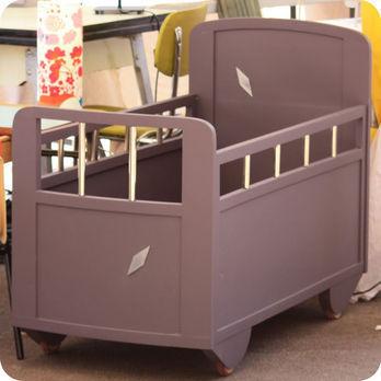 meubles vintage lits chevets lit b b en bois ann es. Black Bedroom Furniture Sets. Home Design Ideas