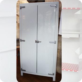 meubles vintage rangements grande armoire frigo en. Black Bedroom Furniture Sets. Home Design Ideas