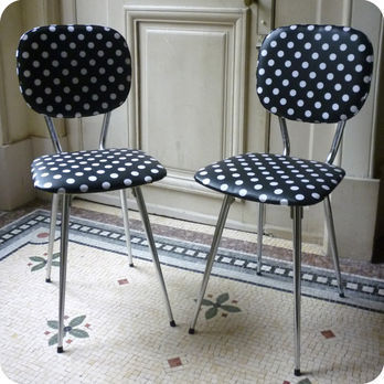 meubles vintage a restaurer votre go t paire de chaises de cuisine ann es 60 fabuleuse. Black Bedroom Furniture Sets. Home Design Ideas